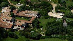 Berlusconiho vila, kde vyfotili nahého Topolánka, je na prodej